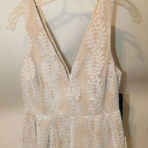 Gorgeous NWT Lovelulus Lace Overlay Dress Size Med